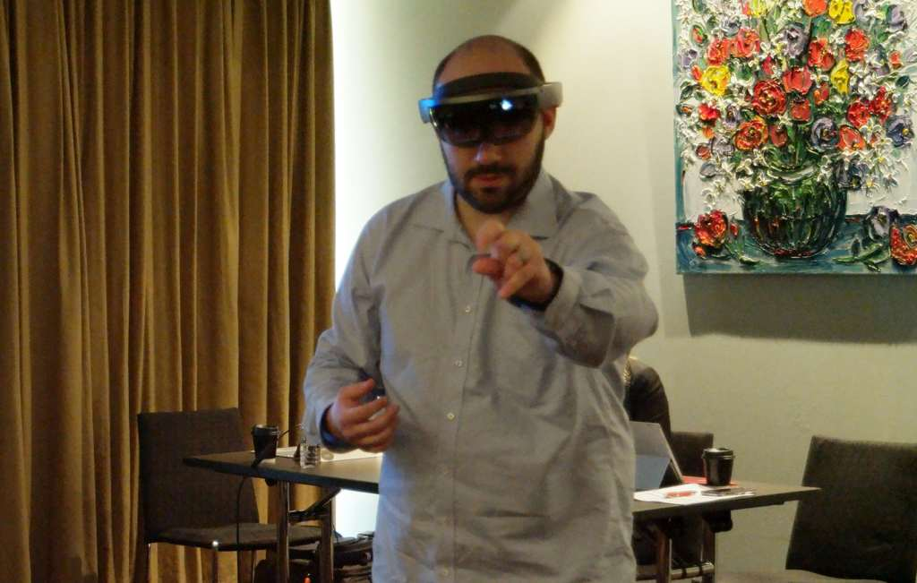 microsoft-hololens-2016-hands-on-heads-on-02