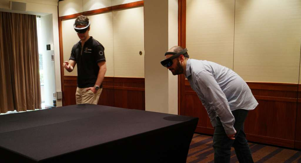 microsoft-hololens-2016-hands-on-heads-on-11