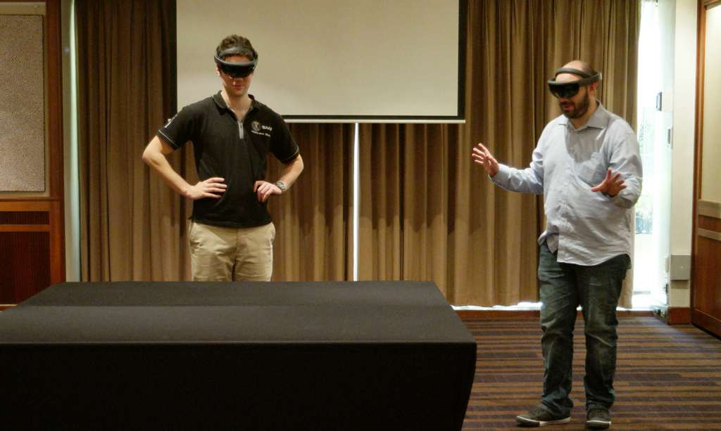 microsoft-hololens-2016-hands-on-heads-on-14