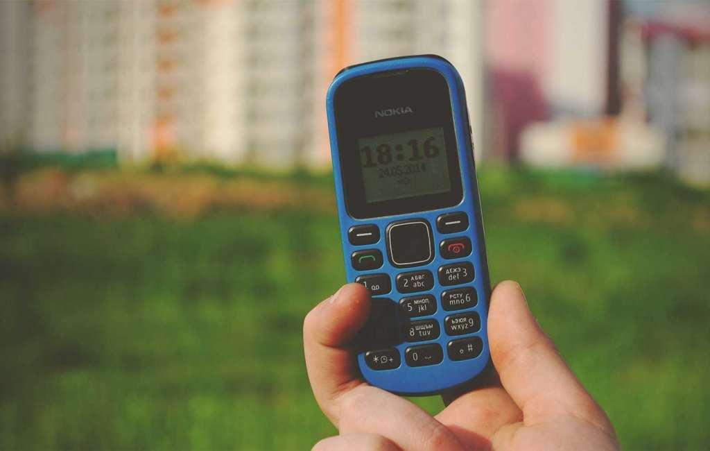 unsplash-retro-old-mobile-phone-button-dumbphone