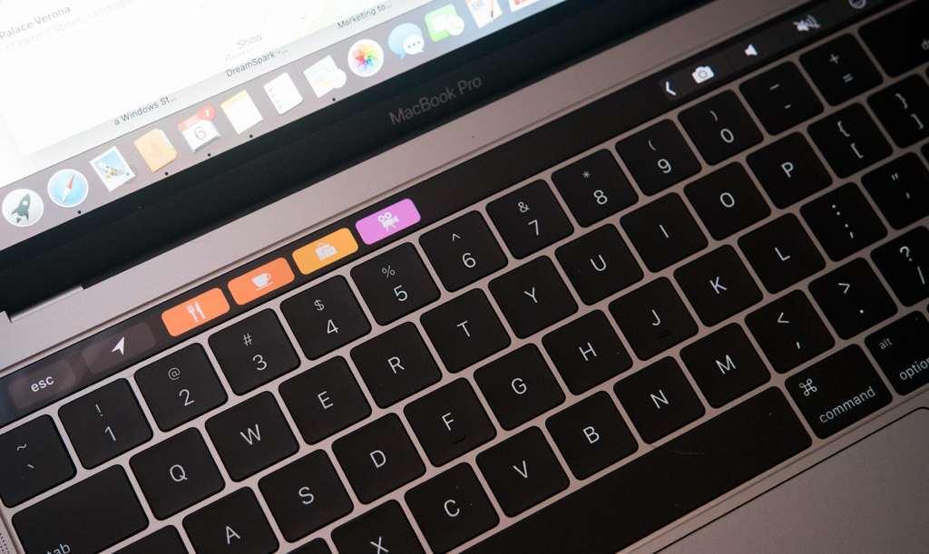 apple-macbook-pro-touchbar-review-2016-10