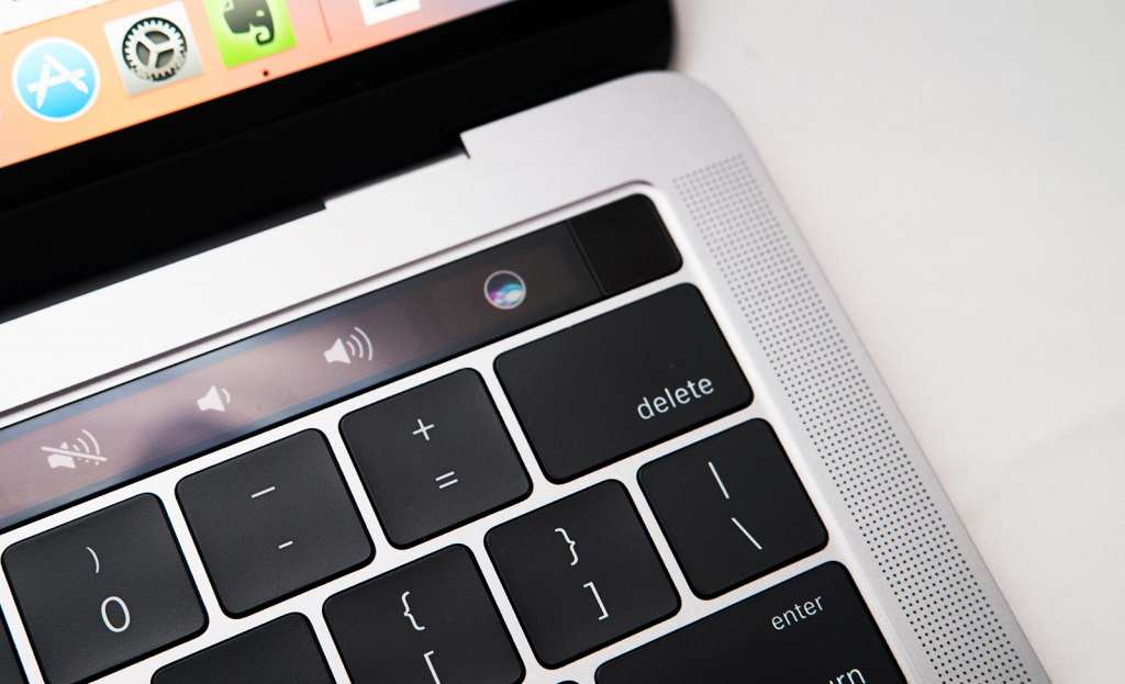 apple-macbook-pro-touchbar-review-2016-15