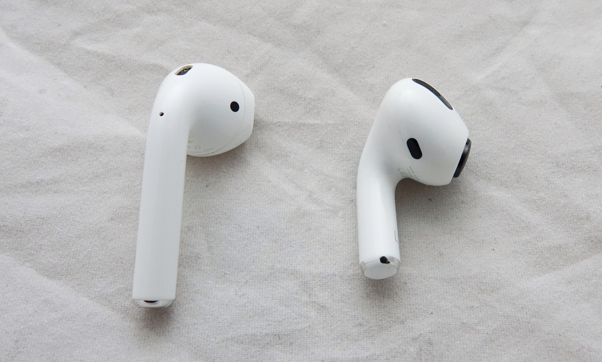 Apple AirPods vs Apple AirPods Pro