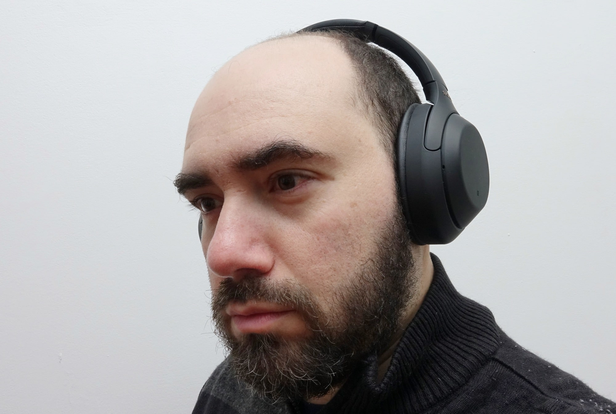 The reviewer wears the WH-1000XM4