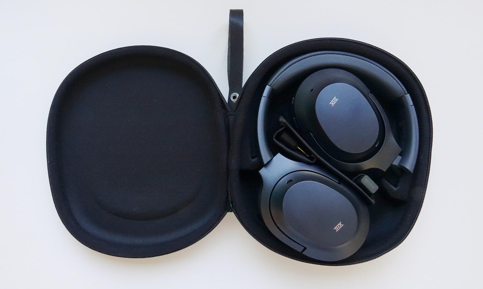 The case for the Razer Opus THX headphones