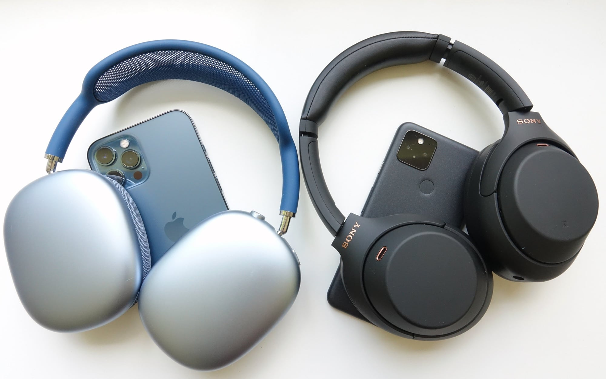 Apple AirPods Max vs Sony WH-1000XM4