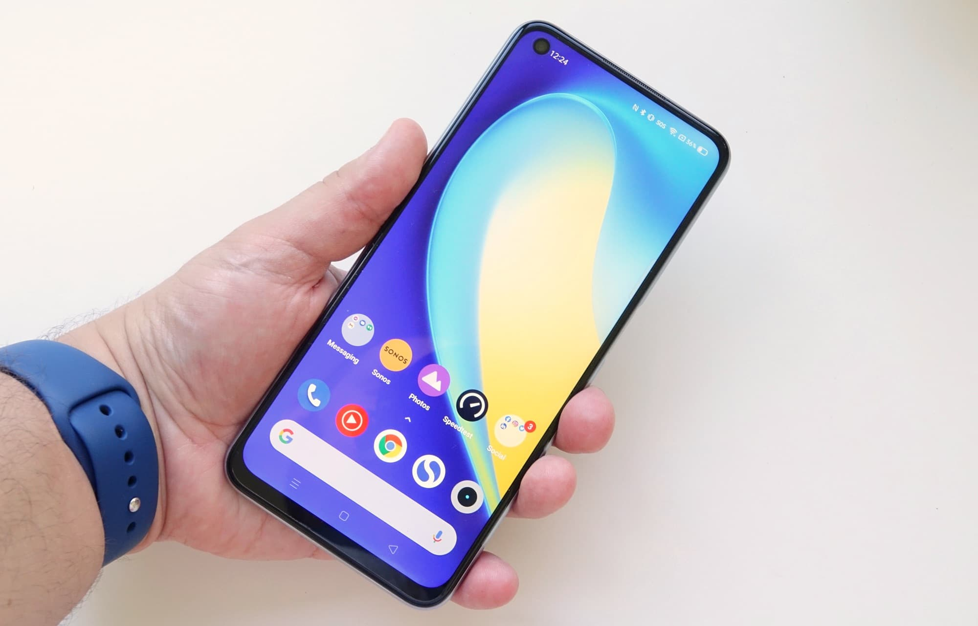 Holding the Realme 7 5G