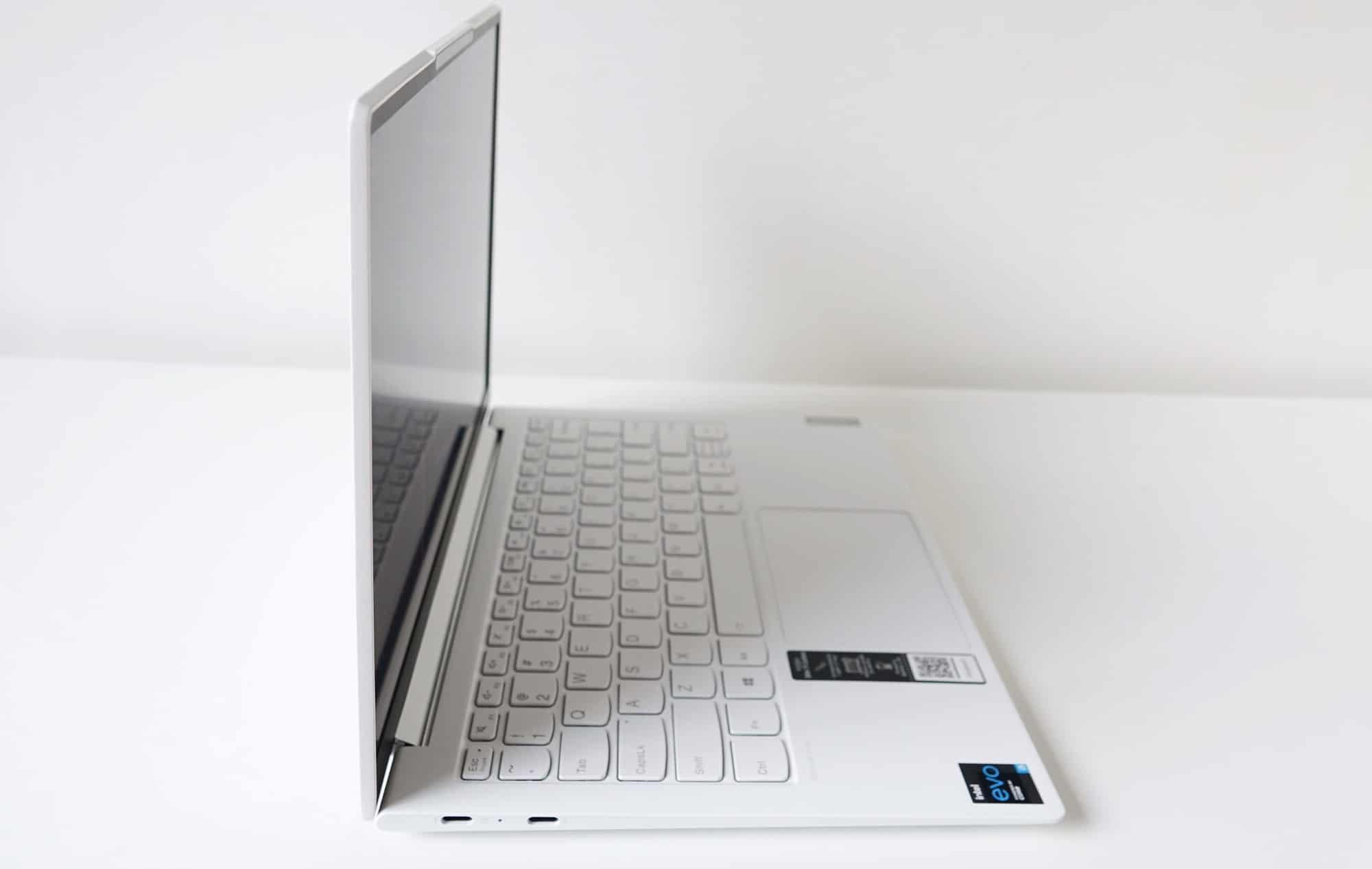 Lenovo Yoga Slim 7i Carbon from the side