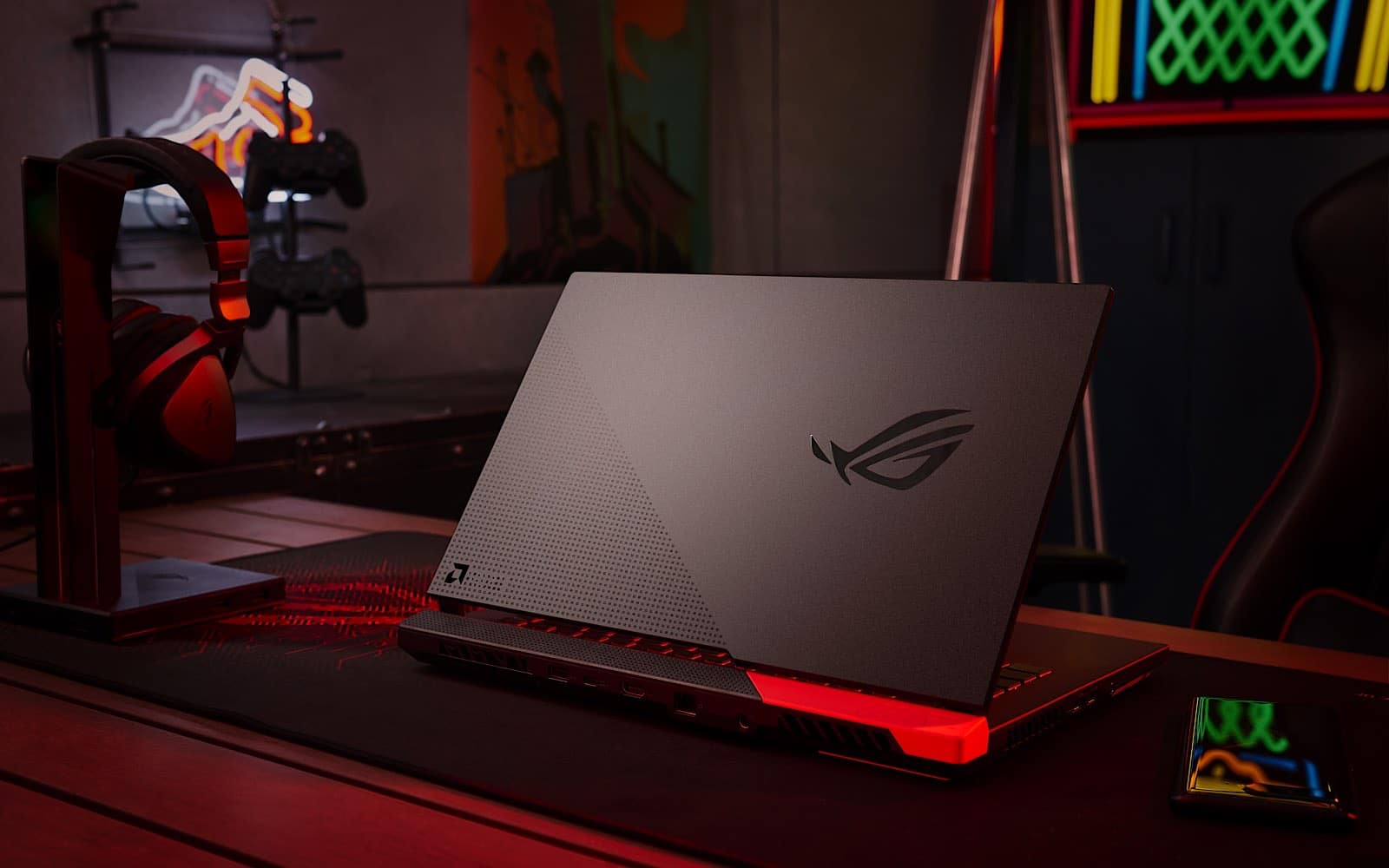 Asus's ROG Advantage Edition laptop with Radeon 6000 series graphics inside
