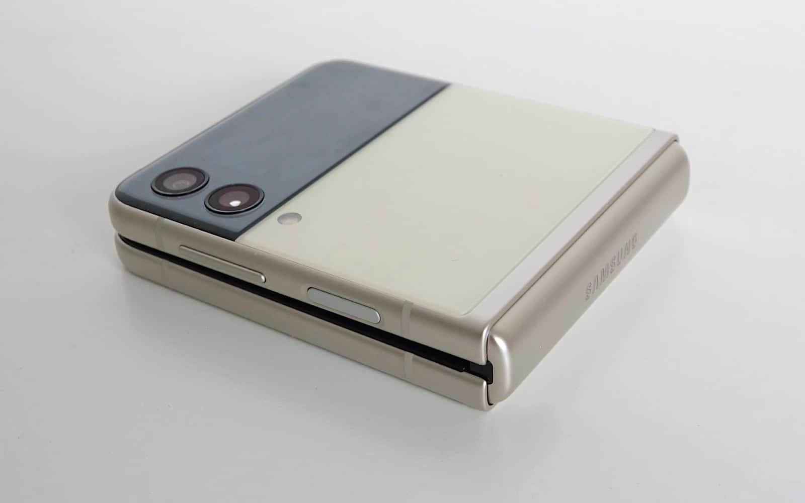 This is a compact little phone.