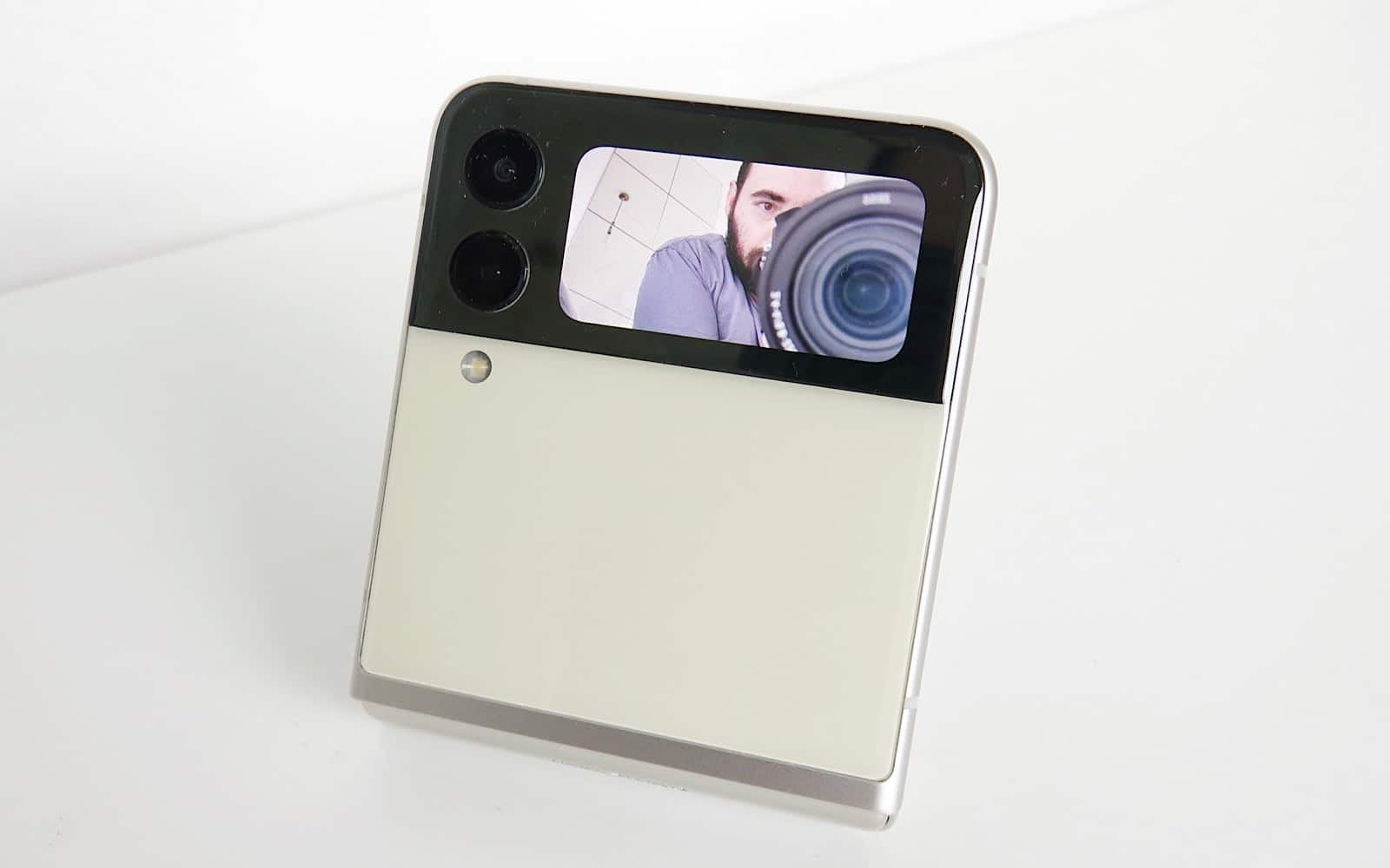 Grabbing selfies on the rear LCD and rear cameras with the Z Flip 3.