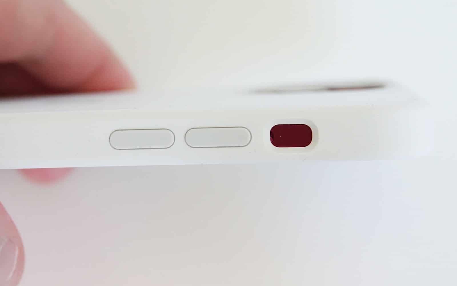Butoanele iPhone 13 nu sunt compatibile cu carcasa iPhone 12.
